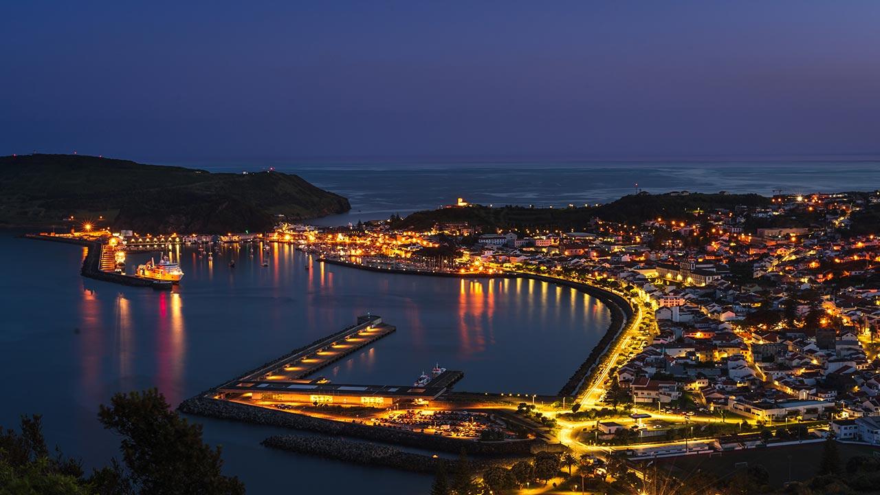 Baia da Horta, no Faial, á noite